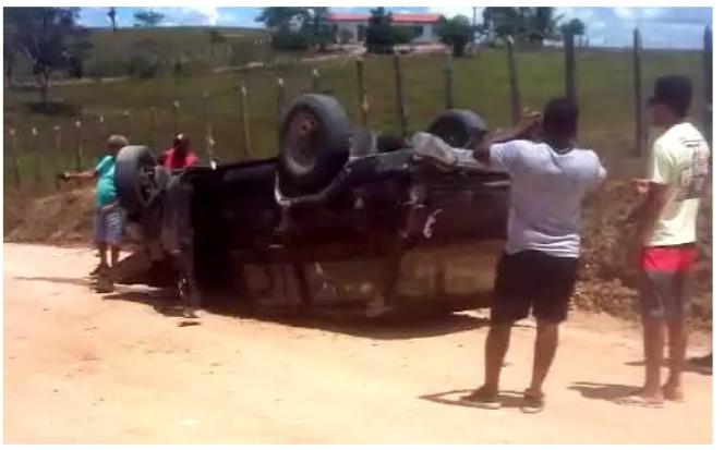 Castro Alves: Pré-candidato a vereador capota carro na zona rural