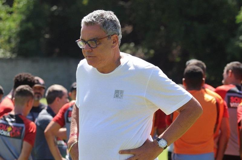 Paulo Carneiro anuncia desmanche do time de aspirantes do Vitória, que joga o Baianão