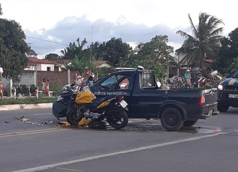Homem fica ferido após colisão envolvendo carro e moto na BR-101, em Cruz das Almas