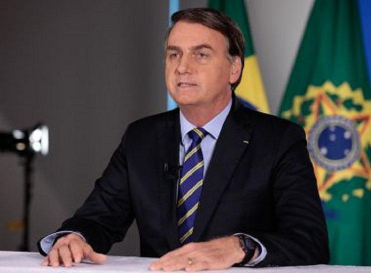Bolsonaro volta a defender fim de isolamento e enaltece hidroxicloroquina