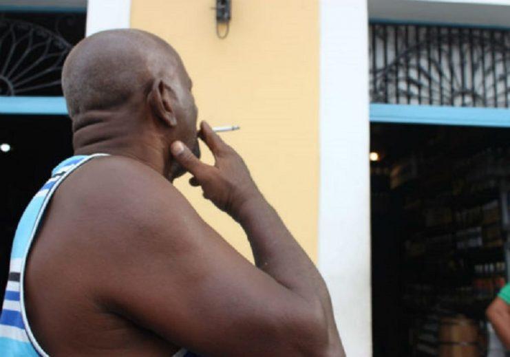 Fumantes têm mais tendência a desenvolver sintomas graves do coronavírus