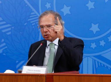 Auxílio emergencial pode ser prorrogado, mas com valor de R$ 200, admite Guedes