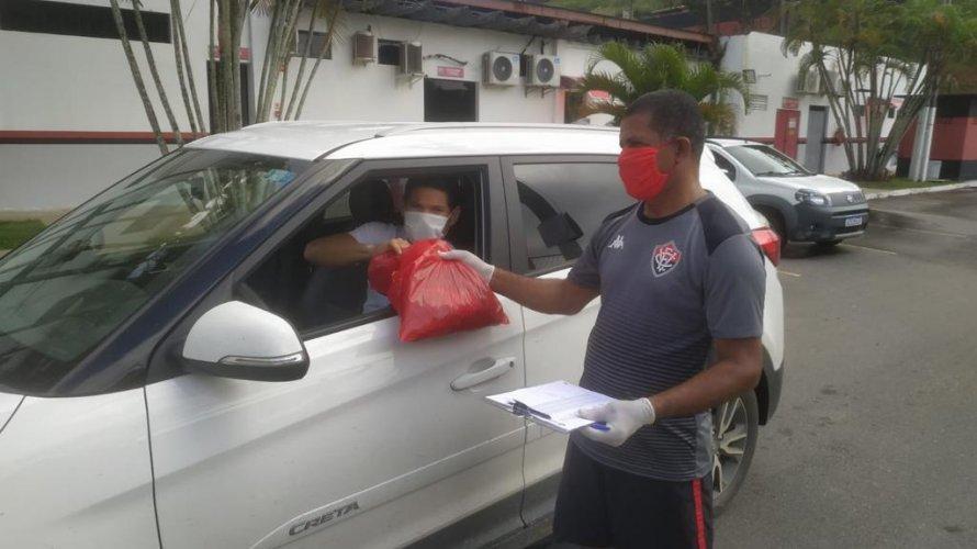 Vitória distribui aos jogadores kits para treinamento online