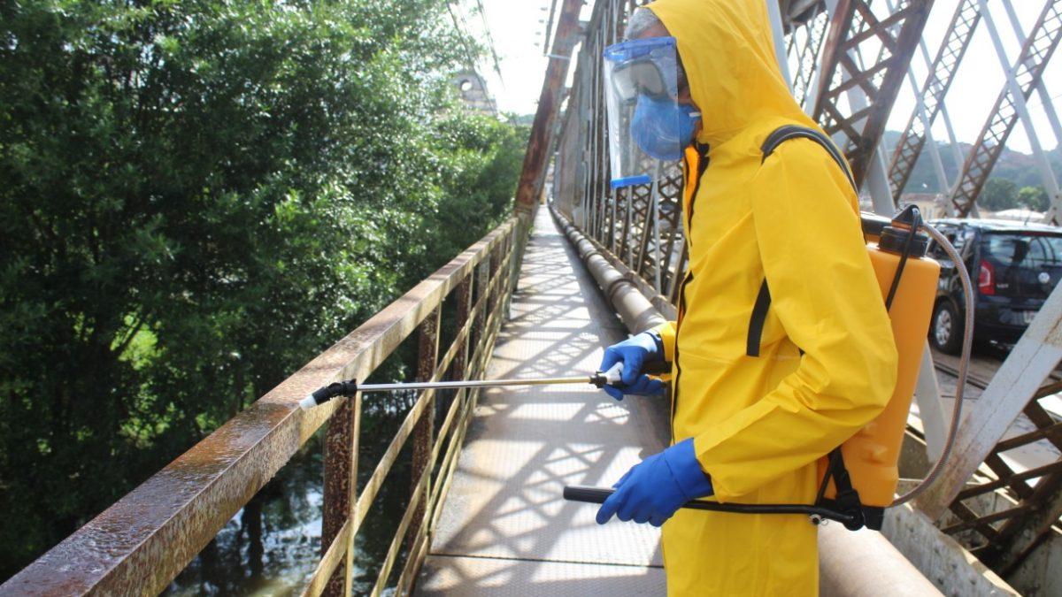Prefeitura de São Félix realiza desinfecção da Ponte Dom Pedro II