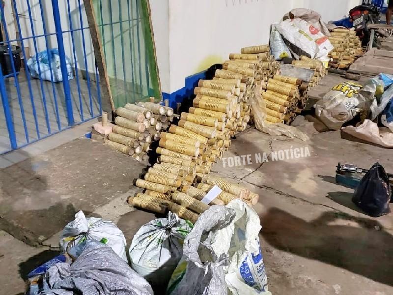 MP e Polícia Militar apreendem espadas e material utilizado na fabricação do artefato em Cruz das Almas; houve 4 prisões