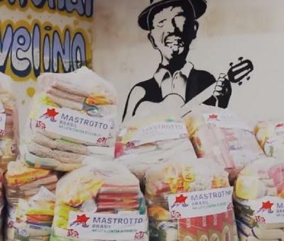 Prefeitura de Muritiba realiza entrega de cestas básicas para artistas e motoristas de vans