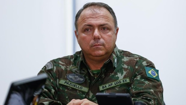 Com saída de Teich, general Pazuello assume interinamente comando da Saúde