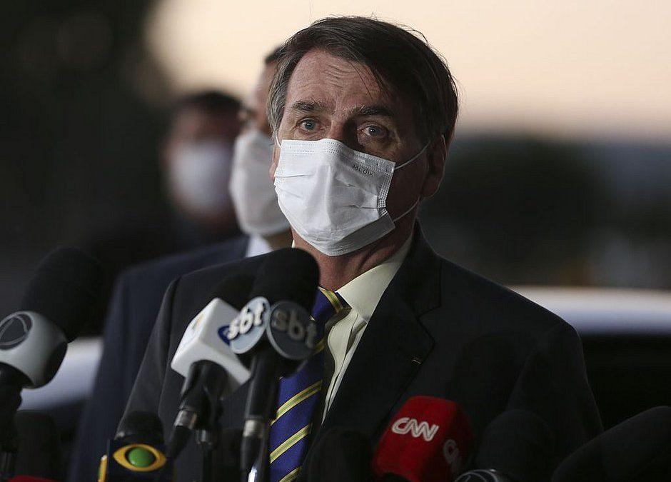 Bolsonaro pressiona governadores por reabertura da economia e diz que Brasil está virando 'país de pobre'