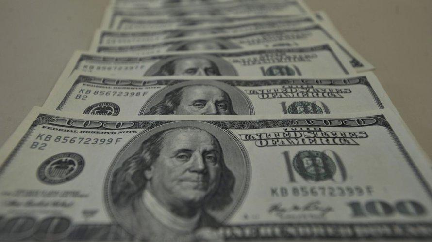 Dólar volta a ultrapassar R$ 5,50 em dia de nervosismo no mercado
