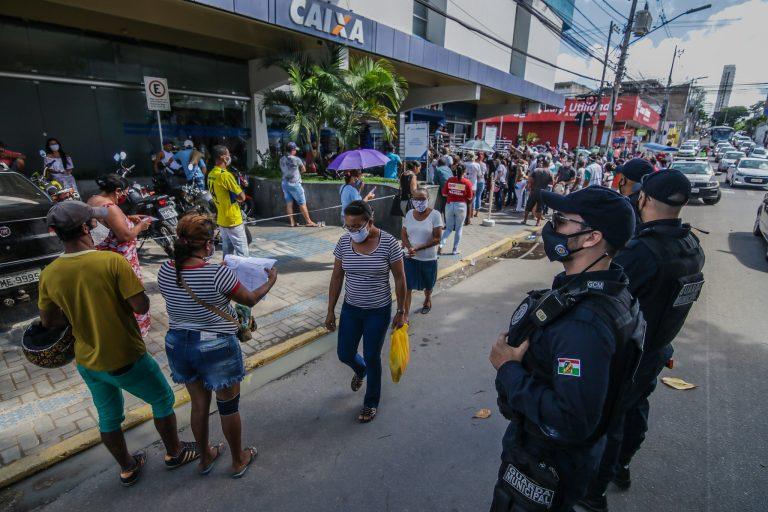 Projetos prorrogam auxílio emergencial de R$ 600 por até um ano