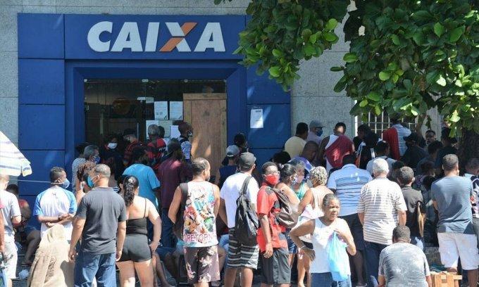 Presidente da Caixa admite problema no aplicativo do banco e diz que é impossível acabar com as filas
