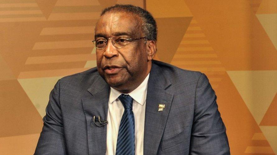 Ministro da educação altera currículo após reitor de universidade dizer que ele foi reprovado em doutorado