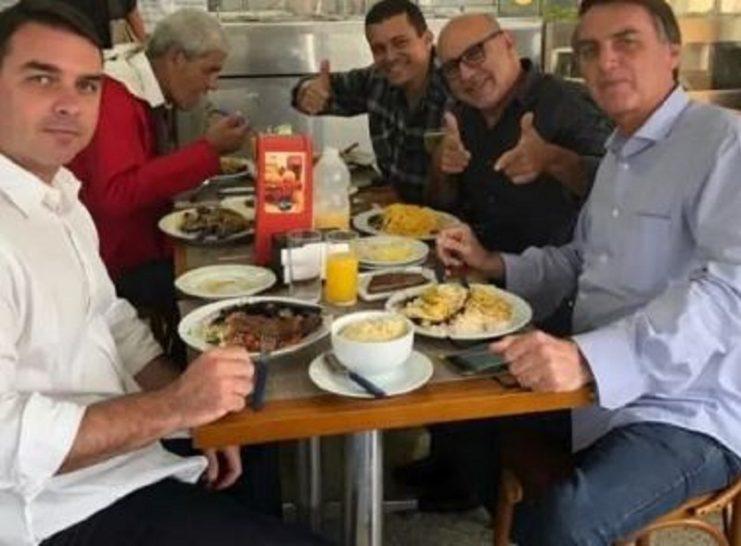 Polícia cumpre mandados de busca e apreensão em casa que pertence a Bolsonaro