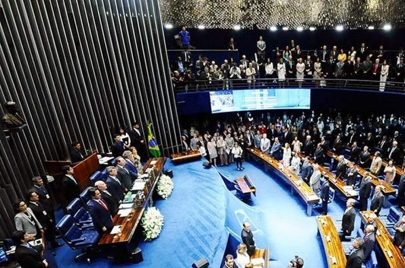 Projeto de lei pretende reduzir feriados prolongados