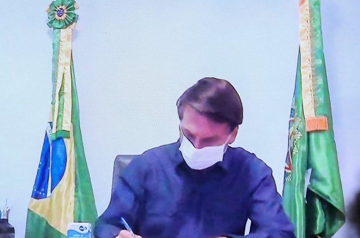 Bolsonaro vai ao STF contra decisão de Moraes que suspendeu contas de aliados