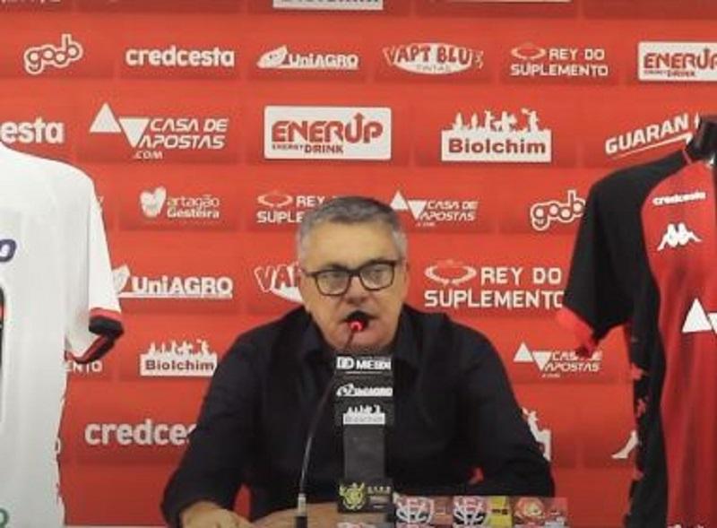 Paulo Carneiro anuncia patrocinadores para camisa do Vitória; veja