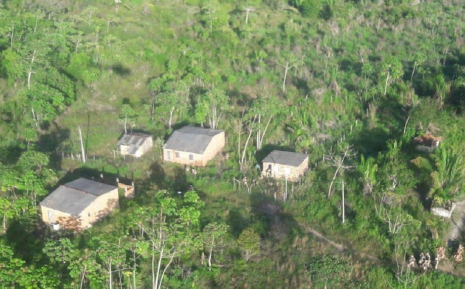 Acampamentos usados para esconder armas e explosivos são desmontados em Maragogipe