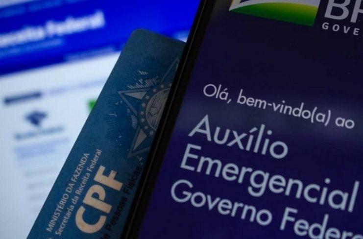 Auxílio emergencial de R$ 600 reduz a desigualdade ao menor nível histórico, diz estudo
