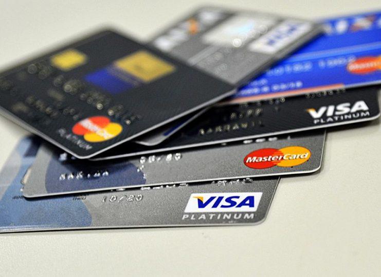 Compras com cartões aumentam 3% no primeiro semestre