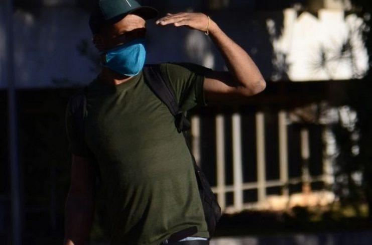 Deputados derrubam veto ao uso obrigatório de máscara em escola e comércio