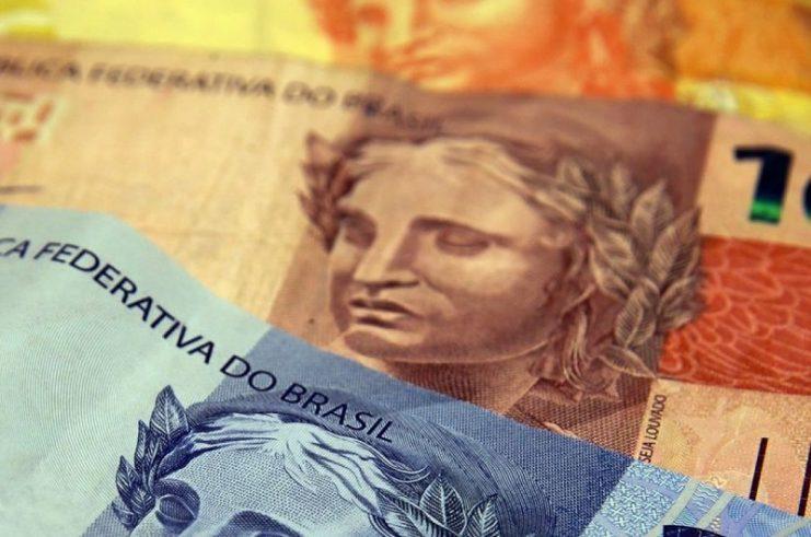 Governo propõe valor de R$ 1.067 para salário mínimo em 2021