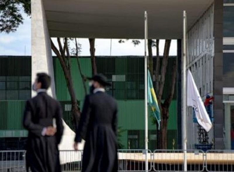 STF decreta luto de três dias após Brasil superar 100 mil mortes por Covid-19