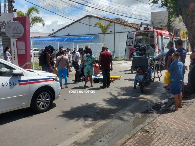 Cruz das Almas: mulher fica ferida em colisão envolvendo moto e carro na Av. Alberto Passos