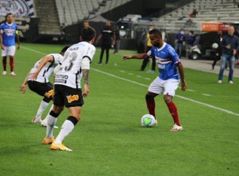 Em jogo com cinco gols, Bahia perde para o Corinthians em SP