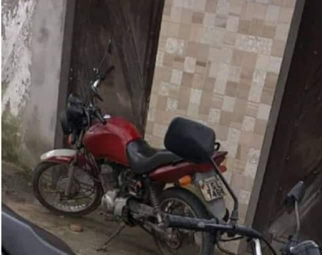 MURITIBA: MOTOCICLETA É TOMADA DE ASSALTO POR HOMEM ARMADO NA BA-494
