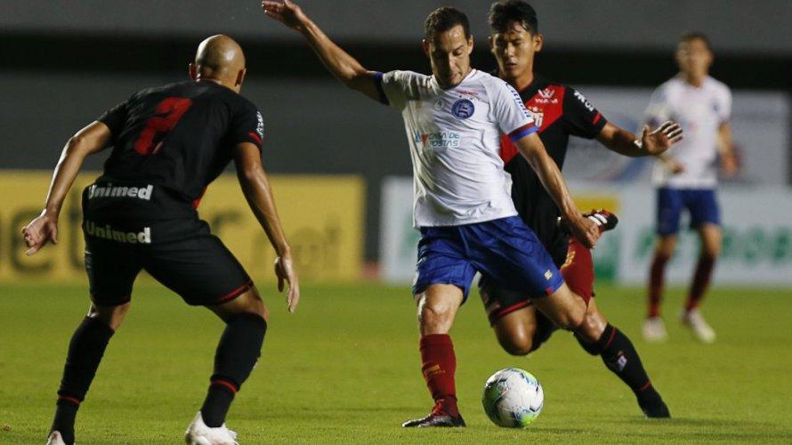 Apático, Bahia joga mal e perde para o Atlético-GO na estreia de Mano Menezes