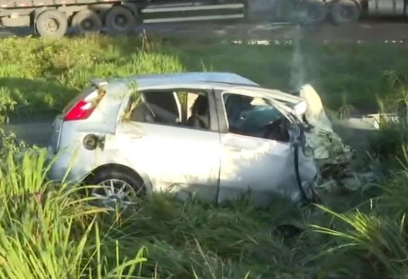 Muritiba: motorista de carro morre em rodovia após atingir cavalo, ir para contramão e bater com caminhão