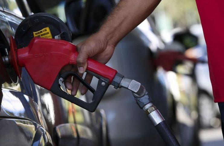 Petrobras vai aumentar preço da gasolina em 4% nesta quarta