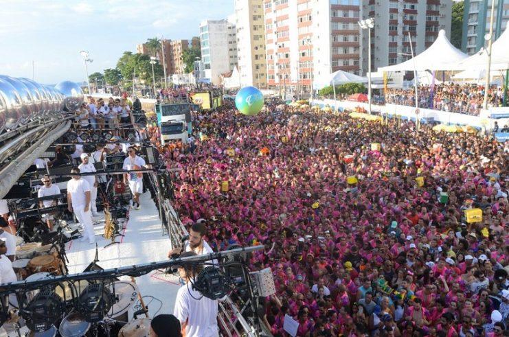 Na contramão da pandemia, blocos e camarotes seguem vendendo abadás para carnaval de 2021 em Salvador
