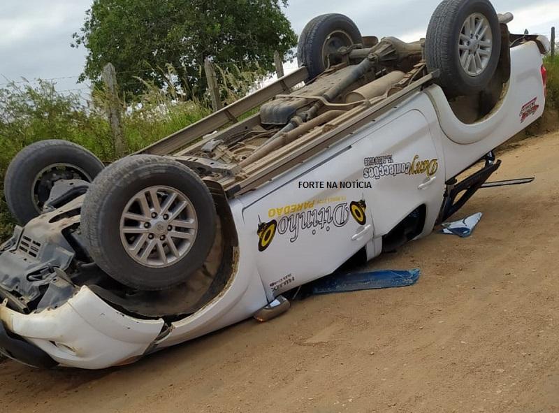 Toyota Hilux capota em estrada vicinal; comerciante de Cruz das Almas está entre as vítimas