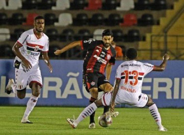 Vitória perde para o Botafogo-SP, amplia sequência sem vencer e se aproxima do Z-4
