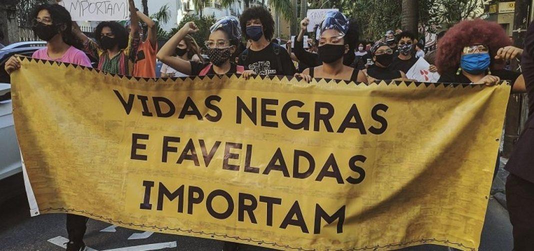 Mortes de negros por violência física crescem 59% em 8 anos no Brasil