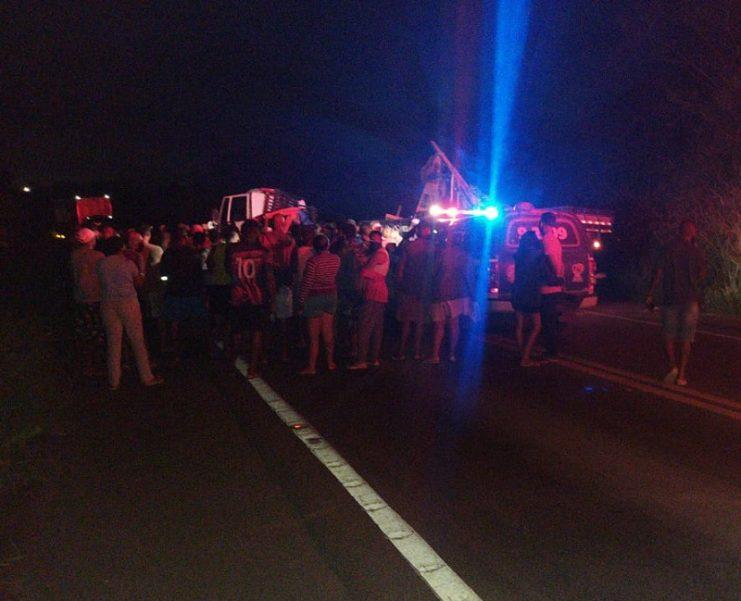 Homem morrre após acidente entre carro e caminhão na BR-101, trecho de Sapeaçu