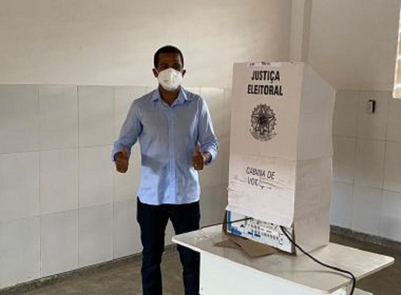 Castro Alves: Prefeito se reelege com 73,67% de votos válidos