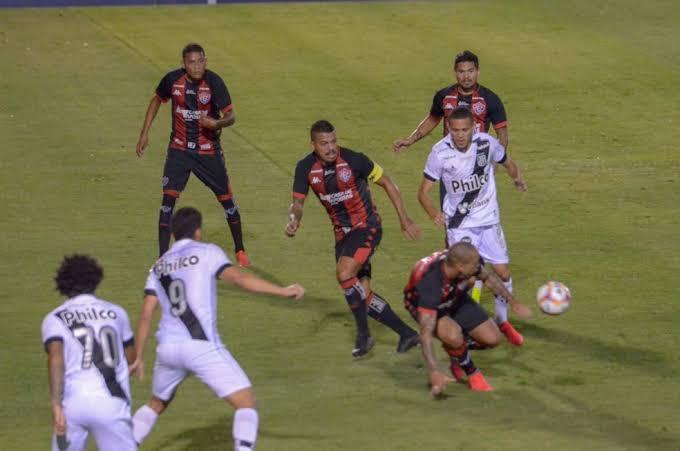 Para se afastar do Z-4, Vitória enfrenta a Ponte Preta no Barradão