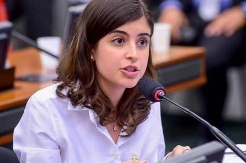 Câmara aprova projeto que prevê internet gratuita para alunos de escolas públicas