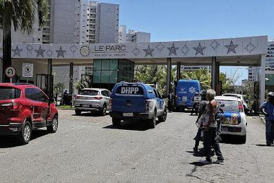 Conceição da Feira: Homem com carro da Prefeitura teria invadido condomínio onde estavam Pompílio e a esposa, diz morador