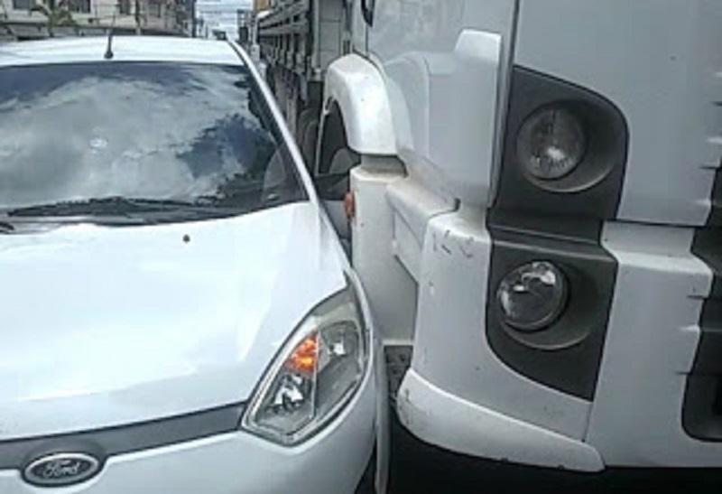 Acidente de trânsito é registrado no centro de Cruz das Almas