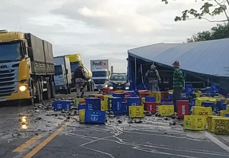 Batida frontal entre veículos de carga deixa mortos na BR-101, em São Gonçalo dos Campos