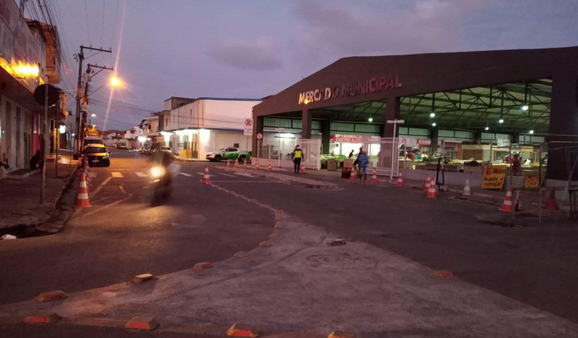 CRUZ DAS ALMAS: SMTT realiza ação para organizar trânsito em torno da feira aos sábados