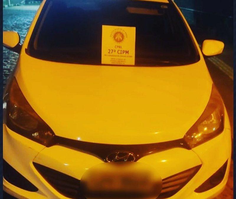 Suspeitos são presos com veículo roubado em C. do Almeida