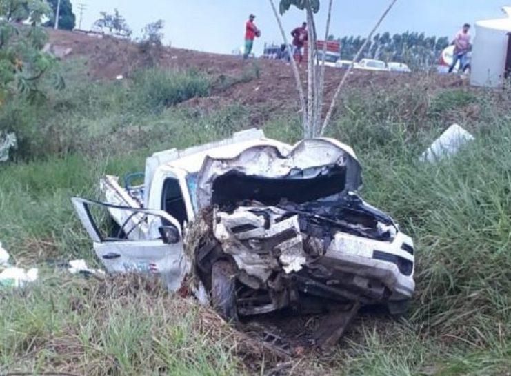 Ambulância de Ubaíra capota e paciente morre ao ser arremessado na BR-101, em Laje