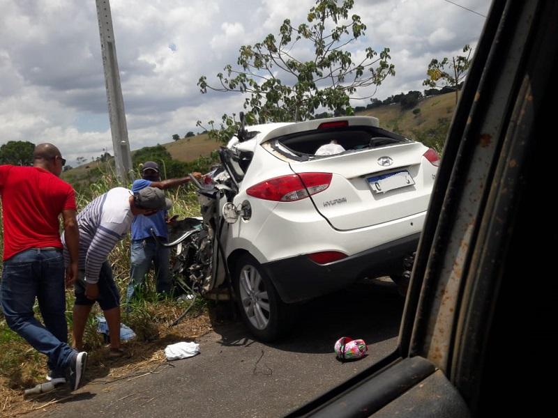Conc. do Almeida: Colisão entre caminhão e carro de passeio deixa ao menos dois feridos na BR-101