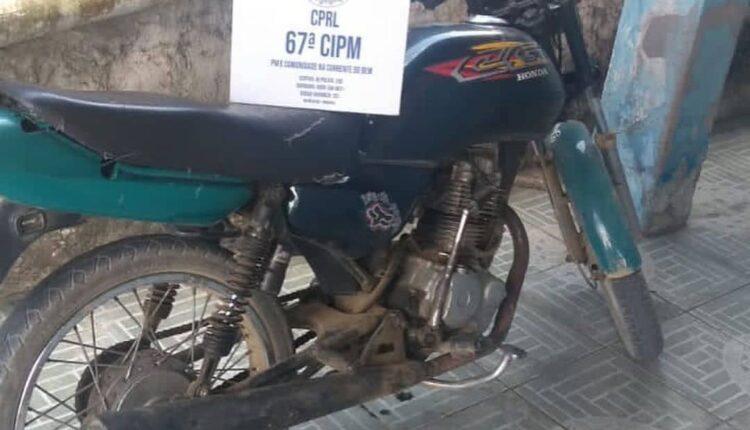 POLÍCIA MILITAR DE SÃO GONÇALO APREENDE MOTOCICLETA ROUBADA E DROGAS DURANTE SEMANA SANTA