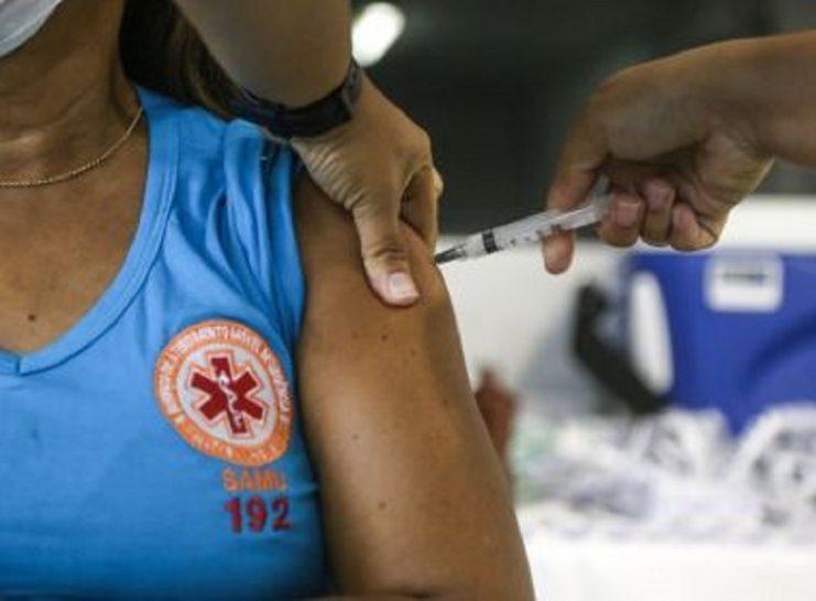 Pela 2ª vez Brasil aplica mais de 1 milhão de doses de vacina contra Covid em 24h